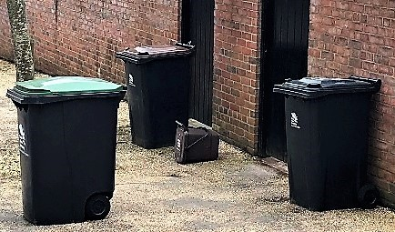 Bins in Courtyards are forbidden during the week!